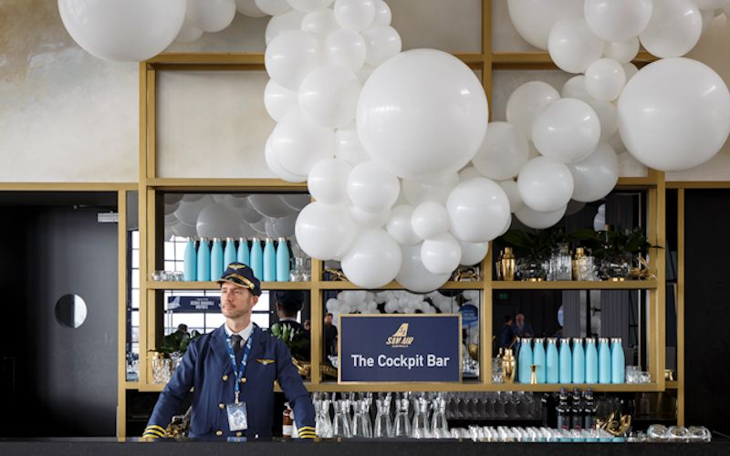 bar balloon decor