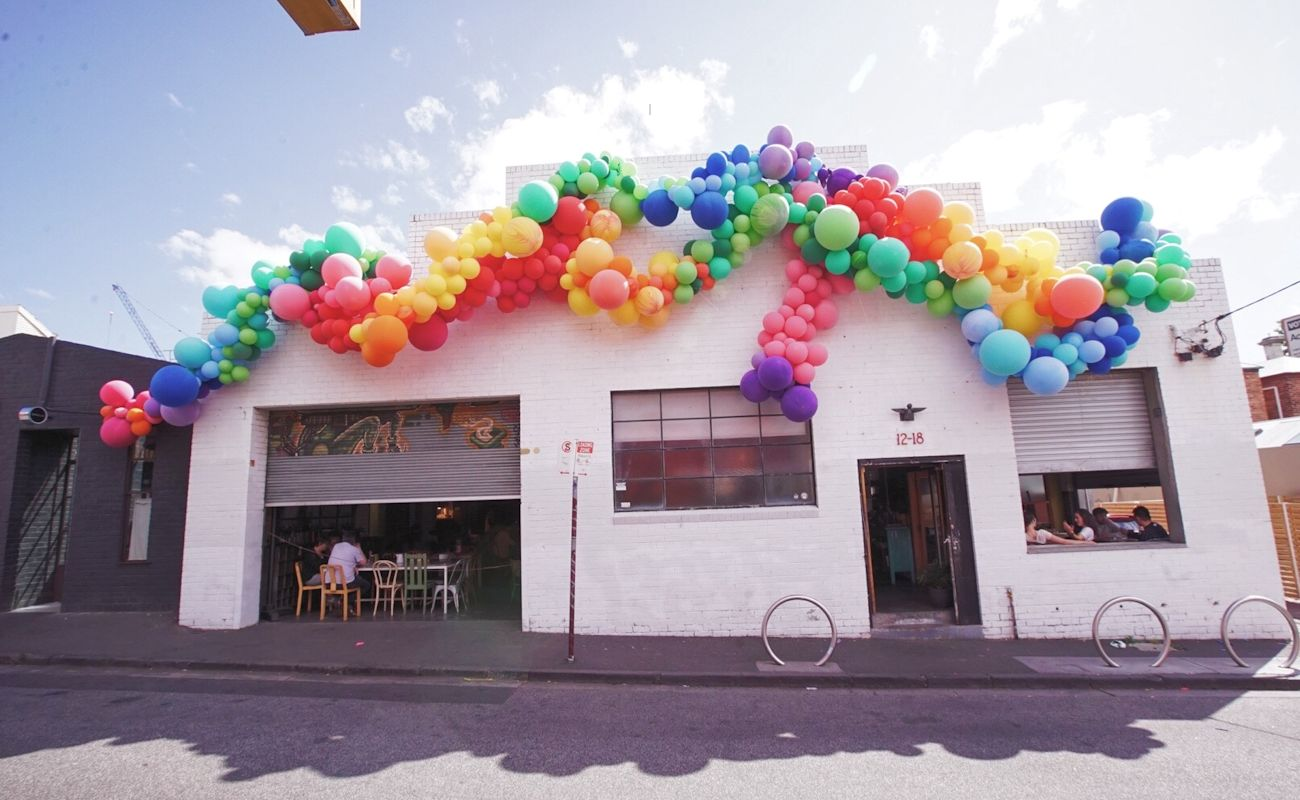 outdoor balloon garland